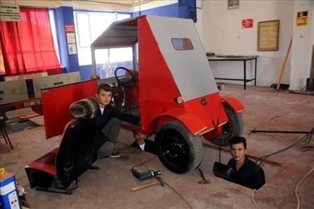 Hurda parçalardan otomobil yaptılar!