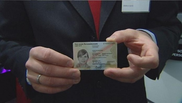 Yeni çipli kimlik kartlarını almayanlar dikkat!