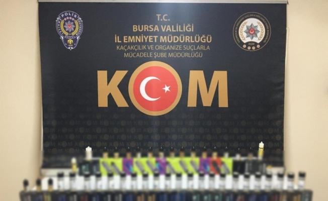 Bursa'da şüpheli araçtan yüzlerce kaçak ürün ele geçirildi