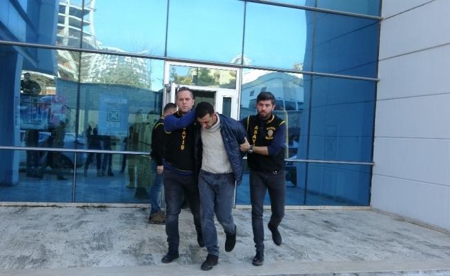 Bursa'daki banka soygun anı kamerada...Zanlı nefes kesen takip ve polisin müthiş operasyonuyla yakalandı