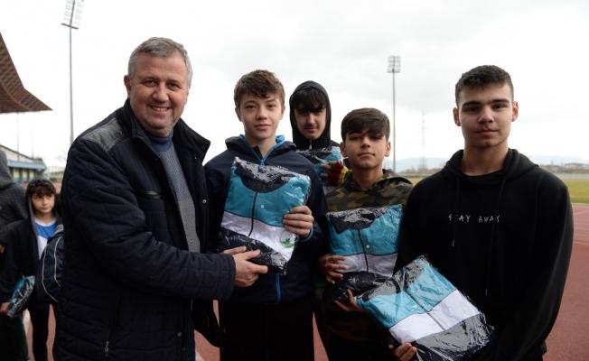 Genç atletlere Osmangazi desteği