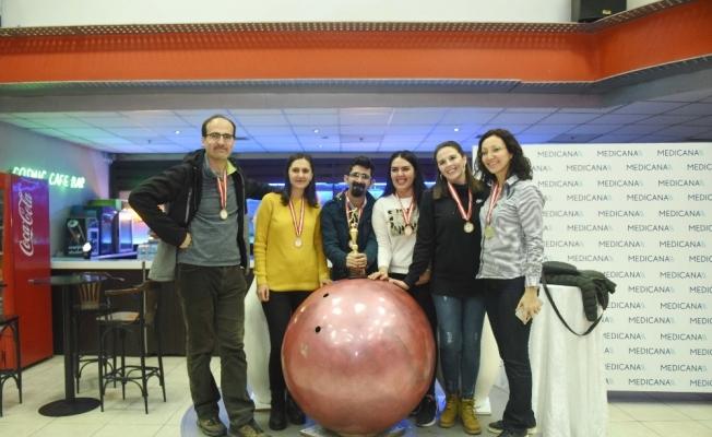 Sağlık çalışanlarının bowling heyecanı