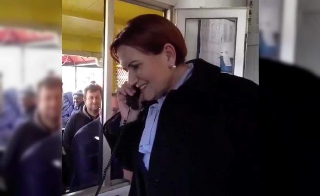 Akşener, taksi durağında müşteri telefonuna çıktı