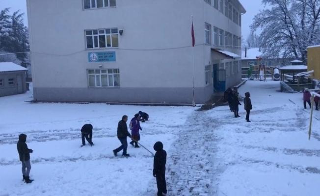 Büyükorhan'da okullar tatil edildi