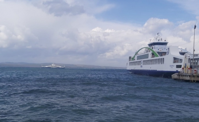 Lapseki iskelesi doldu feribotlar denizde mahsur kaldı