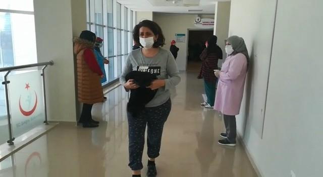 Bursa'da birisi 71 yaşında 3 hasta alkışlarla taburcu edildi