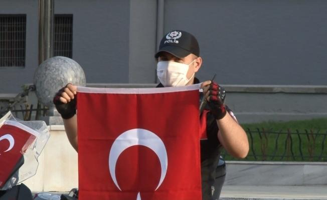 Bursa polisinden anlamlı kutlama