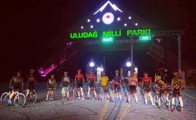 Bursalı bisikletçiler iftarda Uludağ'a pedal çevirdi