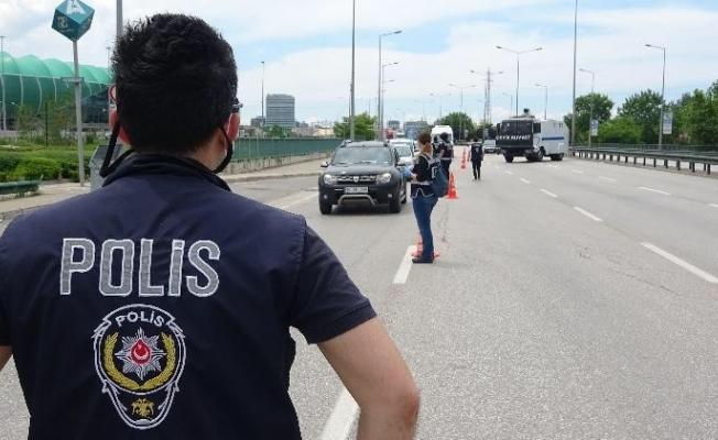 Bursa'da kısıtlamaya uymayan 462 kişiye 1 milyon 300 bin lira ceza