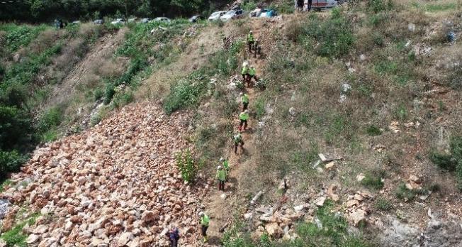 Bursa'nın Kestel ilçesi Kayacık Mahallesi'nde yakınlarıyla birlikte gittiği bağ evinde sele kapılan Derya Bilen'in cansız bedenine ulaşıldı.