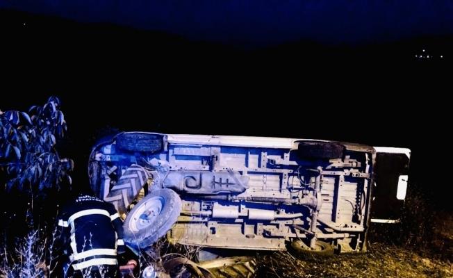 Gemlik'te traktör ile minibüs çarpıştı: 2'si çocuk 6 yaralı