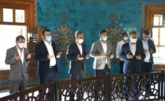 Ayasofya'nın açılışını Yeşil Türbe'de kutladılar