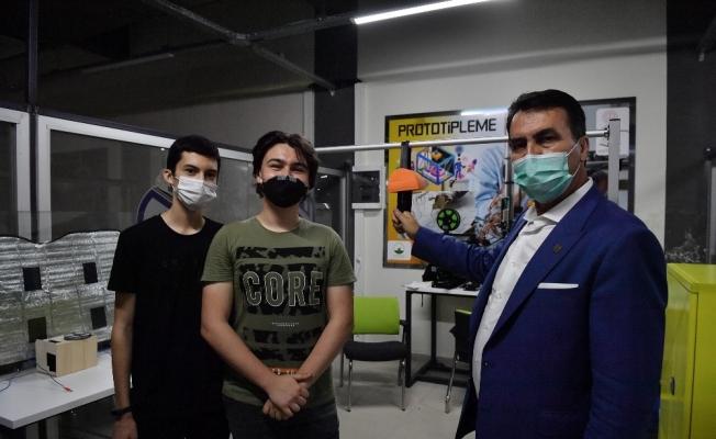 Liseli gençlerden virüsü önleyecek akıllı otobüs tutacağı