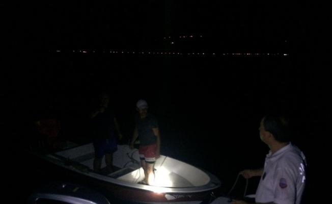 Gölün ortasında mahsur kaldılar