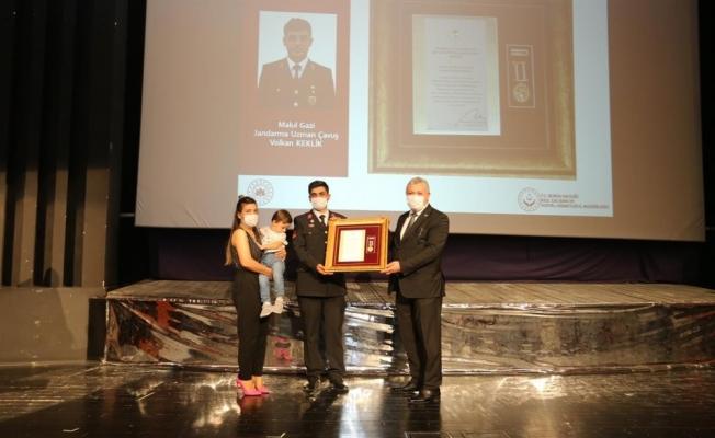 Bursa'da gazi ve şehit yakınlarına övünç madalyaları verildi