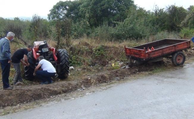 Bursa'da traktör devrildi: 1'i ağır 3 yaralı