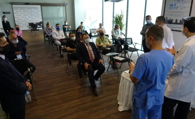 Canlı cerrahi eşliğinde interaktif oturum