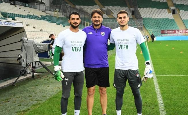 Bursaspor'un genç oyuncusu Vefa Temel'in sol ön çapraz bağları koptu