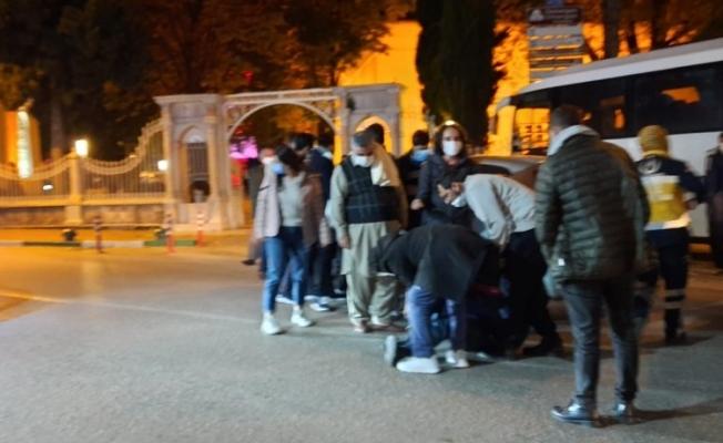 Yaya geçidinde turiste araç çarptı