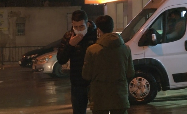 212 promil ile kısıtlamayı deldi, cezalar katlanınca efkardan maskeyi çıkarmadan sigara içmeye kalktı