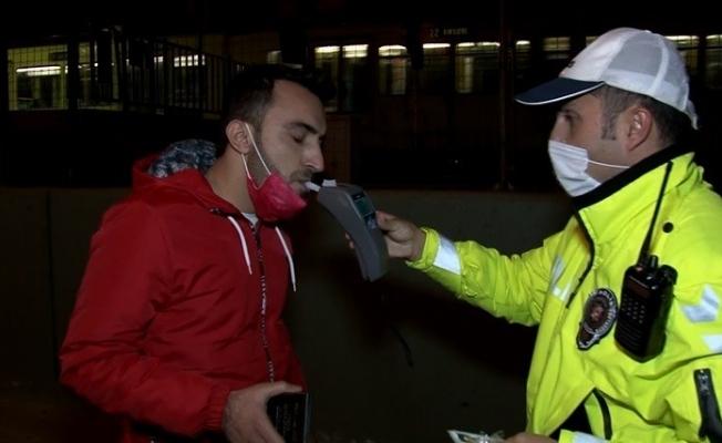 (Özel) Kısıtlamada otomobil ile alkollü şehir turu, polisi bile şaşkına çevirdi