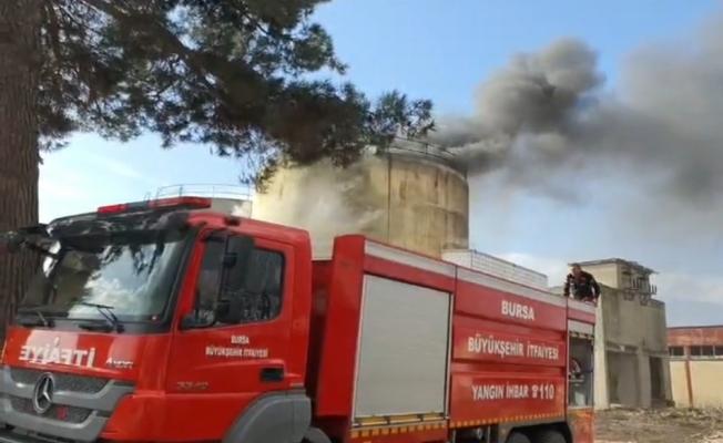 Atıl fabrikadaki silolarda yangın