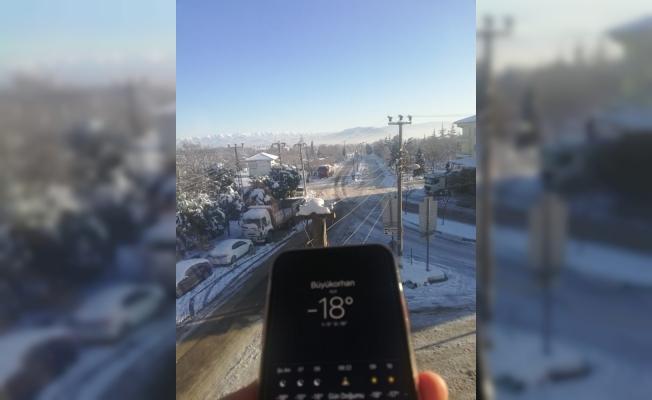 Bursa buz tuttu, sıcaklık eksi 18'i gördü