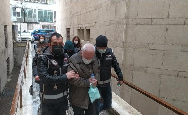 Bursa'da vatandaşları uygunsuz fotoğraflarıyla teşhir edip şantaj yapan çete çökertildi