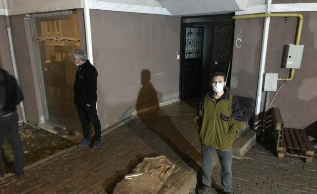 İnşaat çalışmasını balkondan izleyen vatandaşın dikkatiyle tarihi mezar steli bulundu