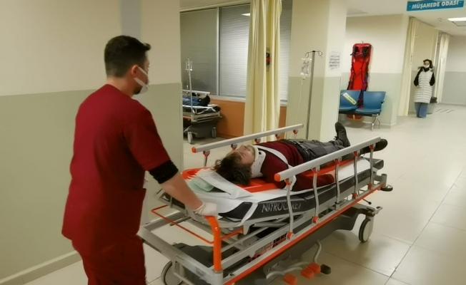Otomobilin çarptığı genç hastanelik oldu