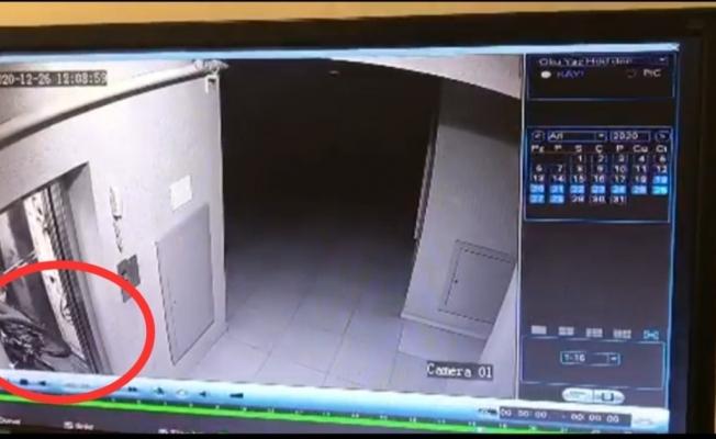Bisiklet hırsızlığı apartmanın güvenlik kamerasına takıldı