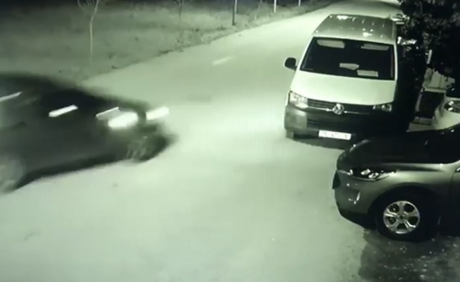 Park halindeki otomobile böyle çarptı