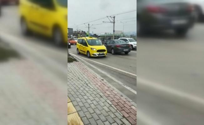 Ters şeride giren şoför trafiği birbirine kattı
