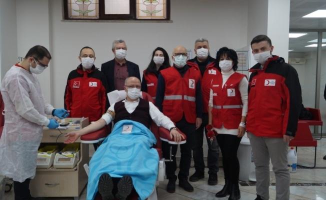 AK Parti'den Kadınlar Gününde kan bağışı