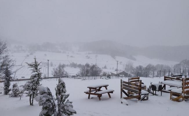 İznik'te mart ayında kar sürprizi