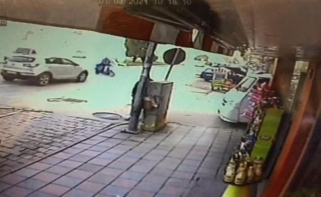 Otomobil ile elektrik bisiklet böyle çarpıştı; 1 yaralı