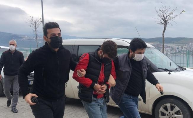 Araçları camlarını kırarak soyan hırsız yakalandı