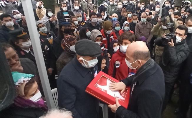Bakan Soylu, İnegöl'de şehit cenazesine katıldı