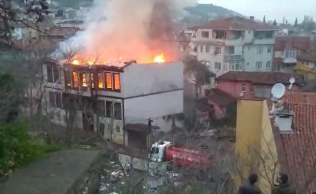 Bursa'da tarihi konaklar bir bir yanıyor