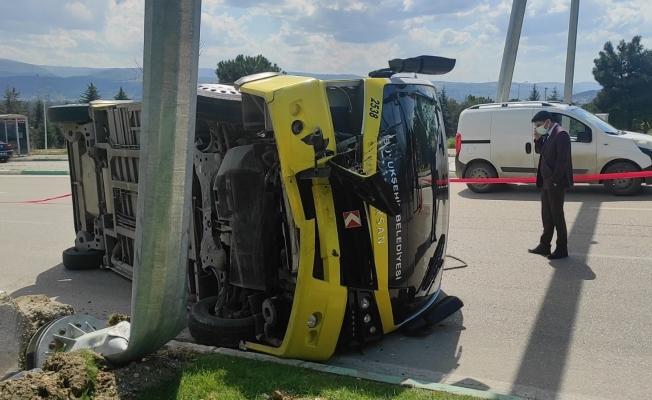 Bursa'da toplu taşıma midibüsü devrildi: 5 yaralı