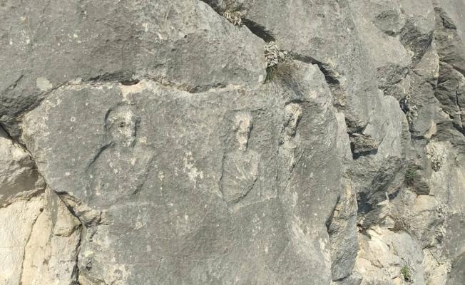(Özel) Dev kayalarda erken Roma dönemine ait figürler gizemini koruyor