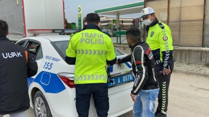Polisten kaçarken devrilen motosikletten düşen sürücüye ceza yağdı