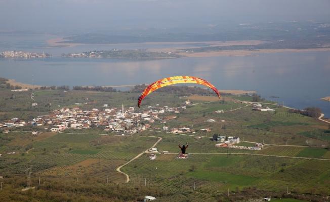 Yamaç Paraşütü Hedef Şampiyonasına rüzgar engeli