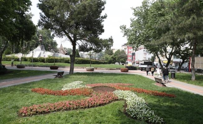 İnegöl'de cadde ve parklar çiçekleniyor