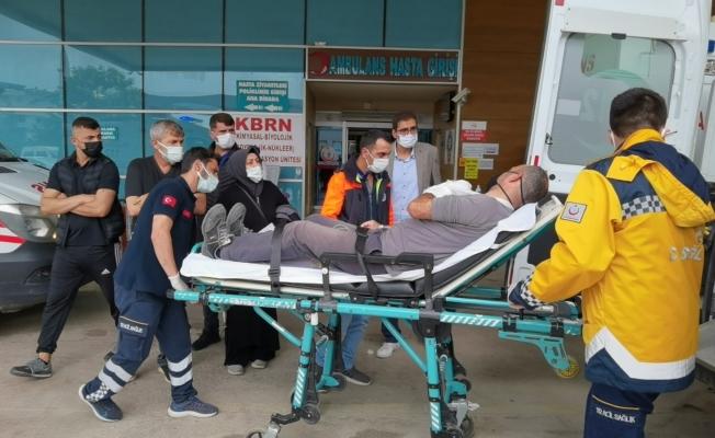 Kamyonet park halindeki araca çarptı, belediye personeli yaralandı