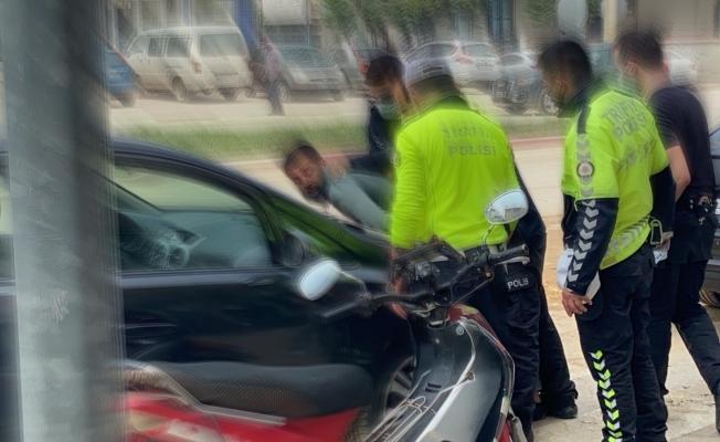 Kısıtlamada 'dur' ihtarına uymadı, polisin üzerine sürünce böyle etkisiz hale getirildi
