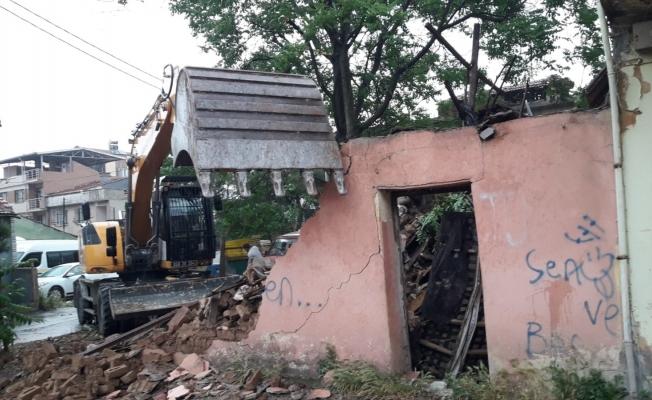 Metrûk binalar tek tek yıkılıyor