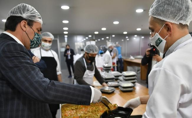 Osmangazi'de, günlük 2 bin 500 kişiye sıcak yemek