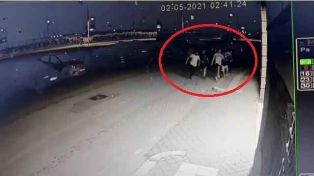 (Özel) Kısıtlamayı ihlal eden gençler polisi görünce böyle kaçtı
