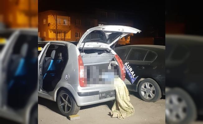 Park halindeki otomobilin bagajında erkek cesedi bulunmuştu, 5 kişi gözaltına alındı